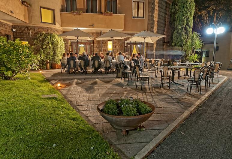 Hotel Cilicia, Roma, Otelin Önü