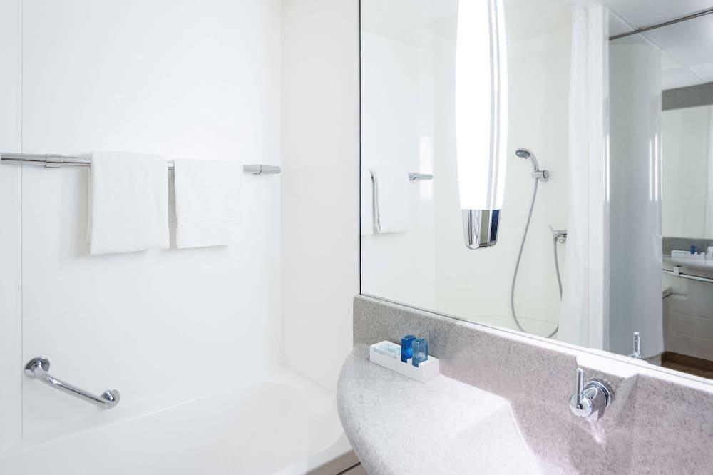 Стандартний двомісний номер, 1 двоспальне ліжко та розкладний диван - Ванна кімната