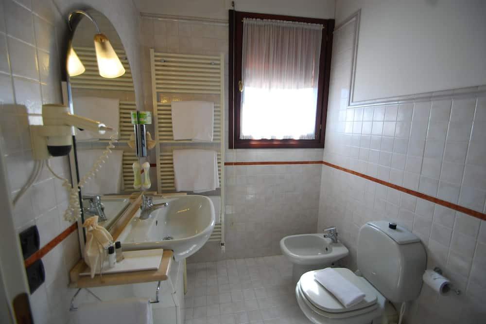 Standard Double Room Single Use, Private Bathroom - Bathroom
