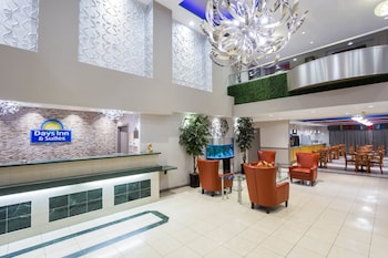Imagen de Days Inn & Suites by Wyndham Fort Myers Near JetBlue Park en Fort Myers