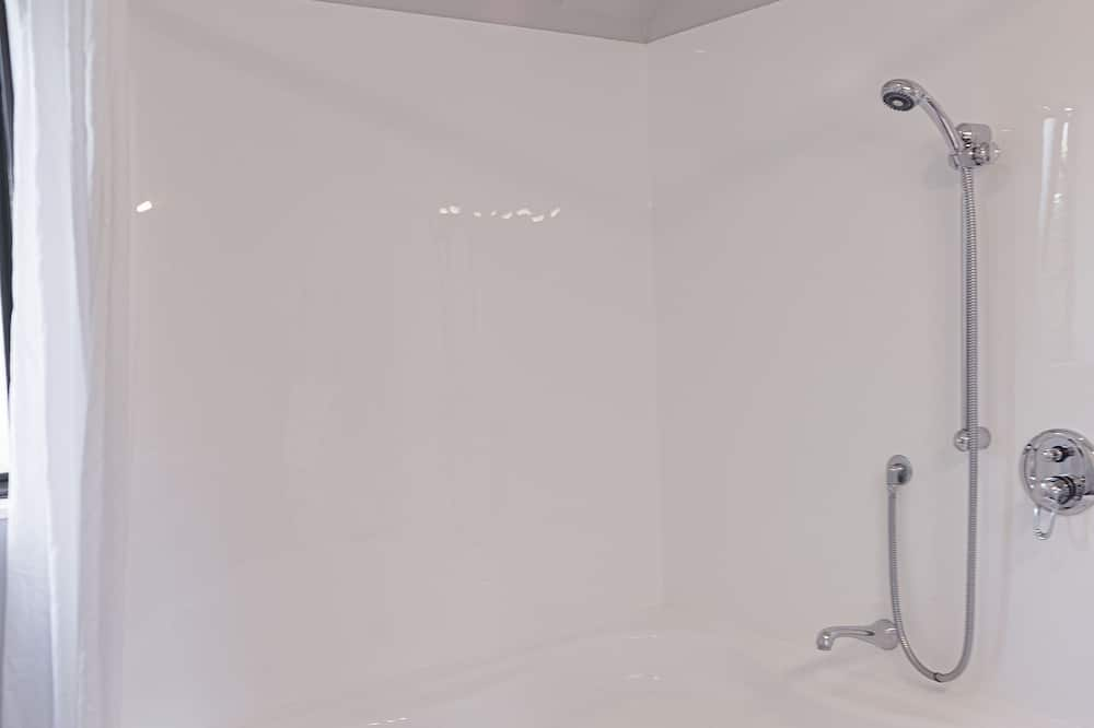 Standard Suite, 1 Bedroom, Non Smoking, Kitchenette (Unit) - Private spa tub