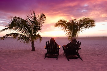 Gambar The Lighthouse Resort Inn & Suites di Pantai Kota Myers