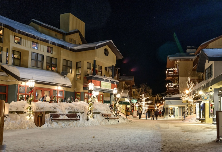 The Black Bear Lodge at Stratton Mountain Resort, Stratton, Outdoor Dining