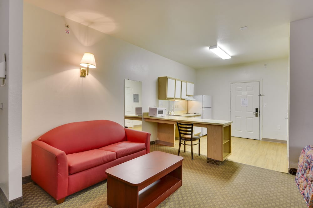 Traditional Room, 2 Queen Beds, Accessible - Living Area