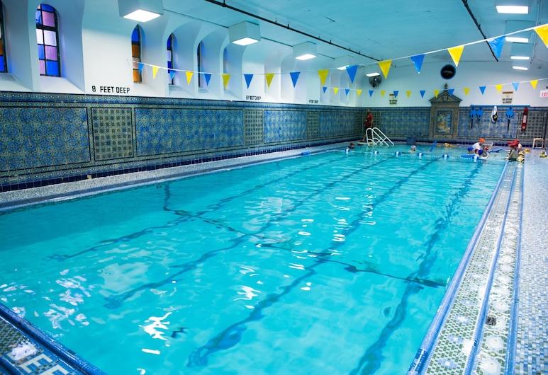 West Side YMCA, New York, Beltéri medence