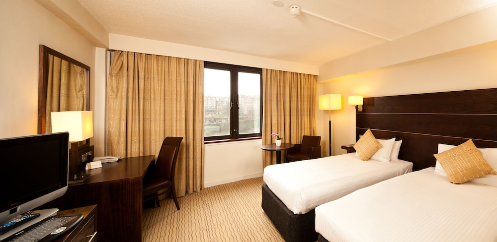 Mercure Edinburgh City Princes Street Hotel Clic Room Guest
