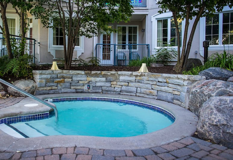 Holiday Inn Express and Suites Tremblant, Mont-Tremblant, Piscine