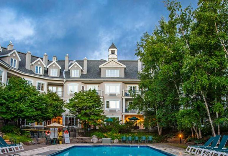 Holiday Inn Express and Suites Tremblant, Mont-Tremblant, Pool