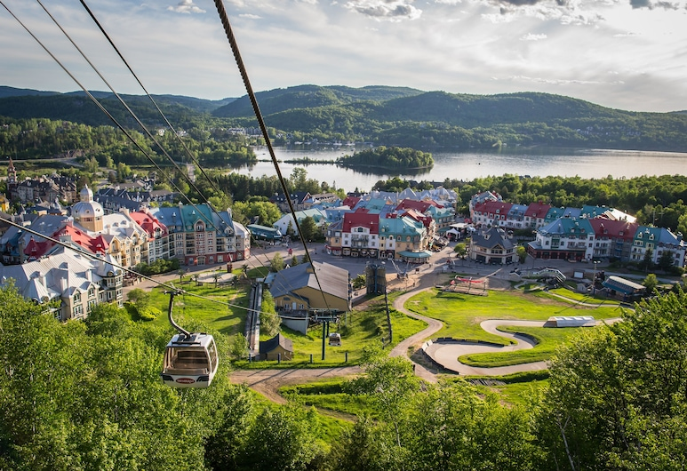 Holiday Inn Express and Suites Tremblant, Mont-Tremblant, Hotelgelände