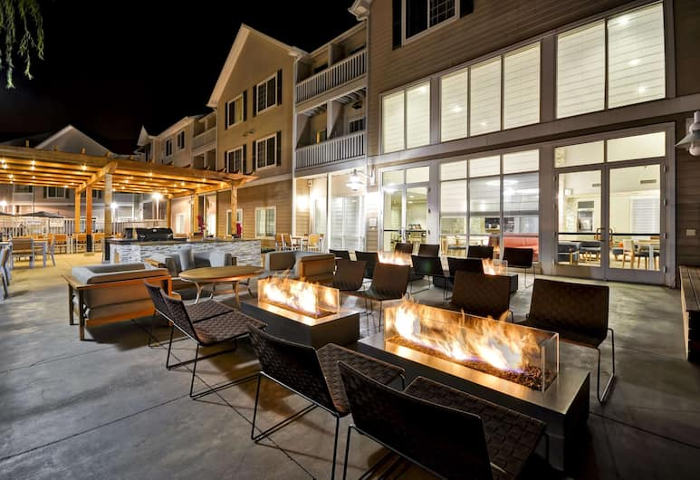 Homewood Suites by Hilton Oakland-Waterfront, Oakland, Courtyard