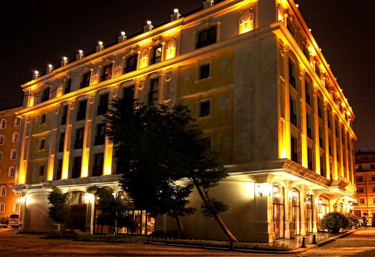 Deluxe Golden Horn Sultanahmet Hotel, Istanbul, Hotellets front – kveld/natt