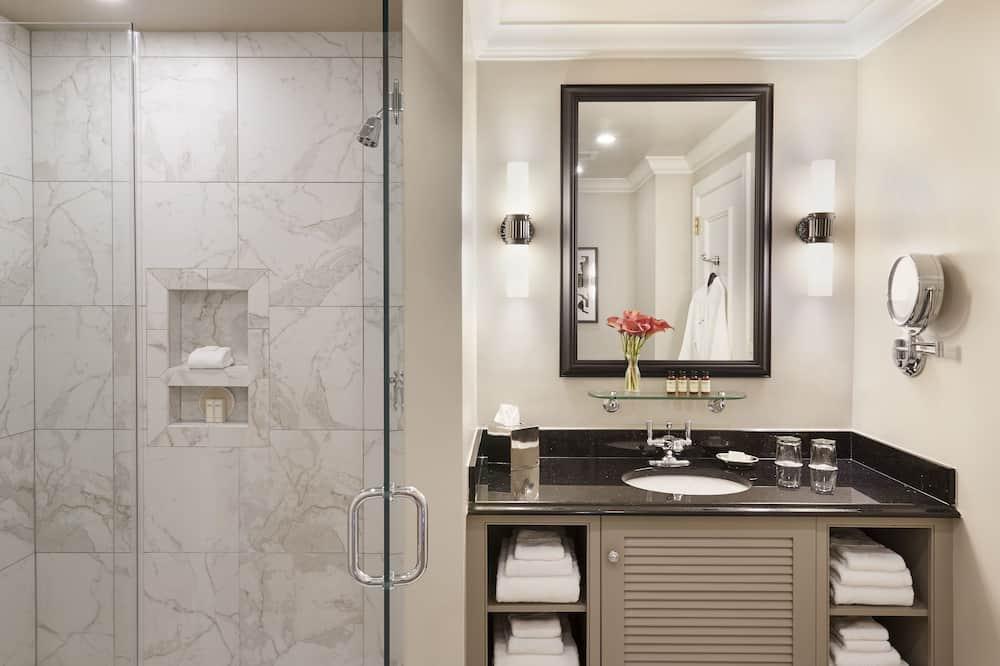 Tradičná izba, 1 extra veľké dvojlôžko (Guest Room) - Umývadlo v kúpeľni