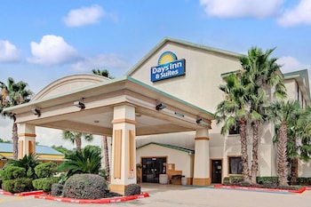 Picture of Days Inn & Suites by Wyndham Houston North/Aldine in Houston