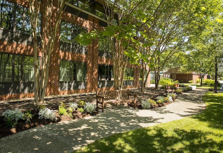 Woodlands Hotel & Suites - A Colonial Williamsburg Hotel, Williamsburg, Terrace/Patio