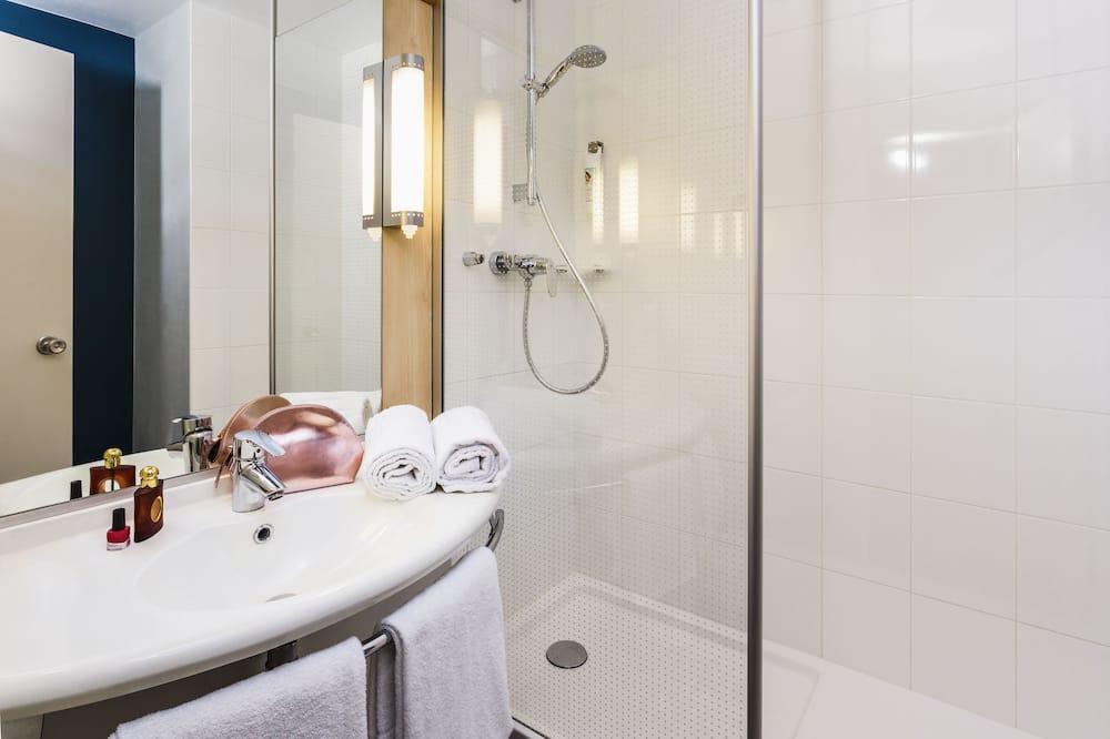 Szoba, több ágy - Fürdőszoba