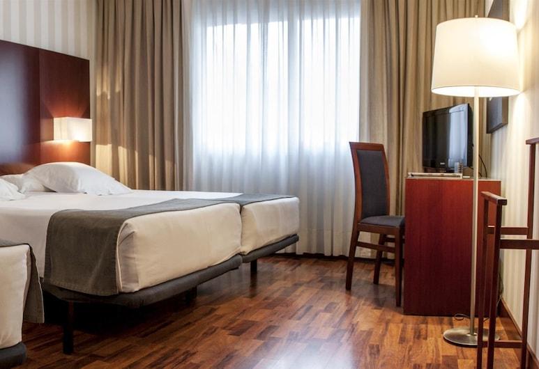 Hotel Zenit Malaga, Málaga, Standard Triple Room, Guest Room