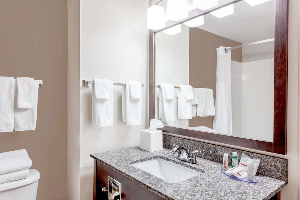 ห้องสแตนดาร์ด, เตียงควีนไซส์ 1 เตียง, พร้อมสิ่งอำนวยความสะดวกสำหรับผู้พิการ - ห้องน้ำ