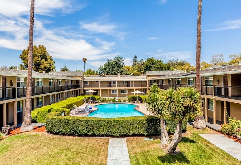 هوتل روز جاردن, سان هوزيه, حمام سباحة