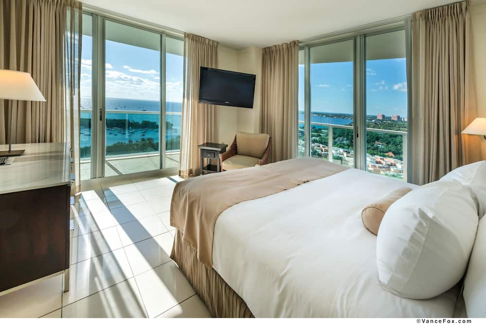 Suite, 1 King Bed with Sofa bed, Balcony, Bay View (with Sofabed) - Guest Room View