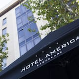 Detalhe da fachada (do hotel)