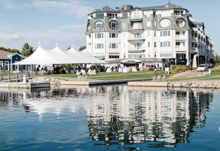 Village Suites Bay Harbor, Petoskey, Outdoor Wedding Area