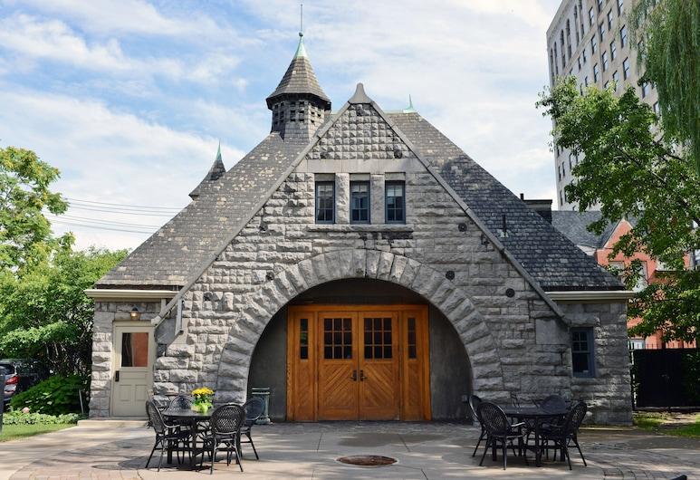 The Inn On Ferry Street, Detroit, Taras/patio