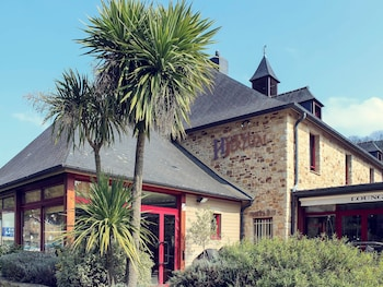 Enter your dates to get the Lanvallay hotel deal