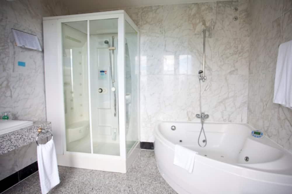 Apartament typu Junior Suite, Łóżko king, wanna z hydromasażem - Łazienka