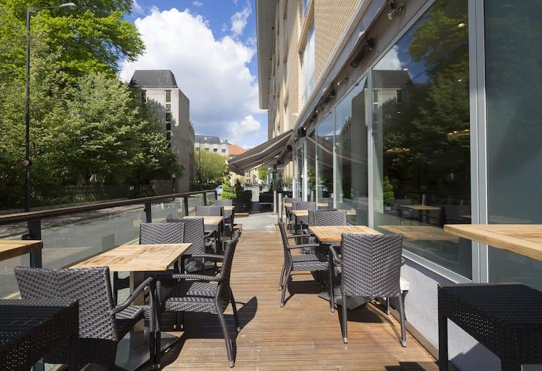 Hilton Garden Inn Bristol City Centre, Bristol, Tempat Makan Luar