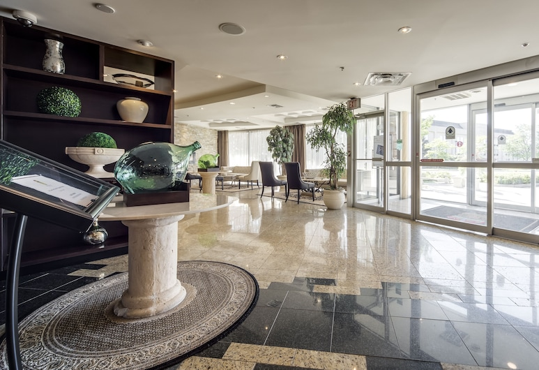 Monte Carlo Inn Airport Suites, Mississauga, Interior Entrance