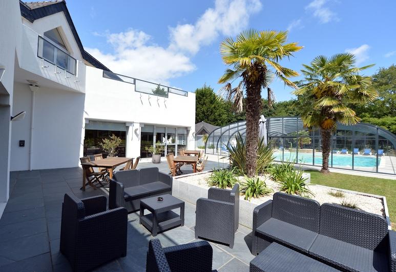 Hotel du Golf Saint-Laurent,The Originals Relais, Ploemel, Taras/patio