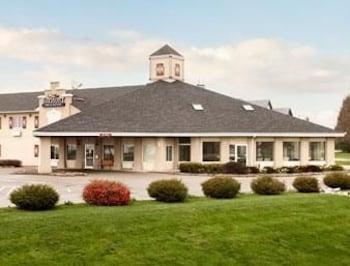 Picture of Baymont Inn & Suites Pella in Pella