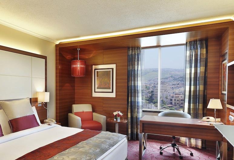 Crowne Plaza Amman, Amman, Chambre Affaires, 1 très grand lit, fumeurs, Vue sur la ville