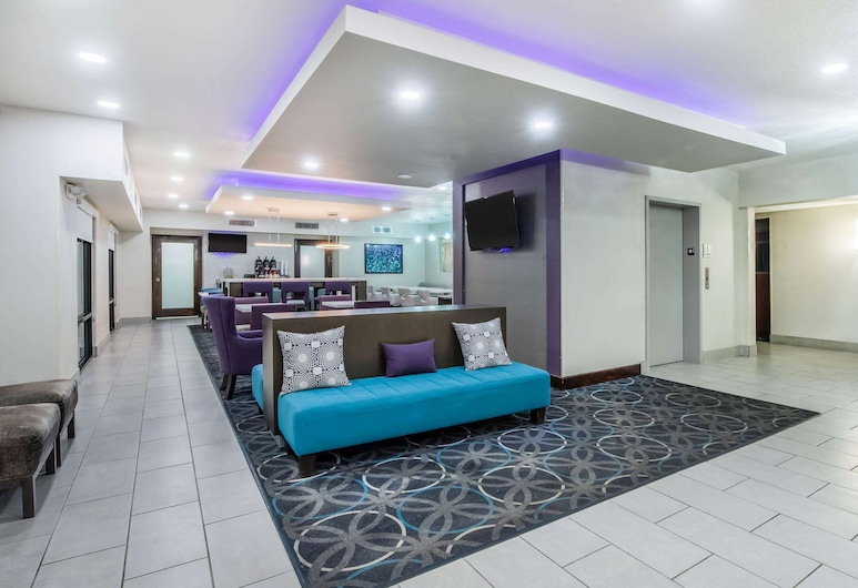 La Quinta Inn & Suites by Wyndham Fairborn Wright-Patterson, פיירבורן, לובי