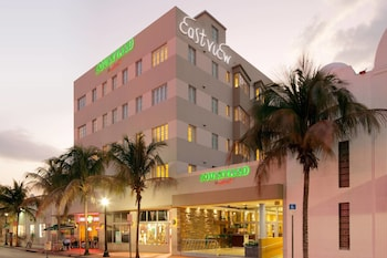 A(z) Courtyard by Marriott Miami Beach-South Beach hotel fényképe itt: Miami Beach