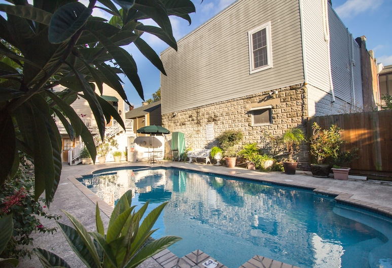 Lamothe House, New Orleans, Kültéri medence