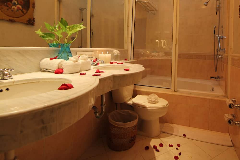 Suite junior, 1 habitación, bañera de hidromasaje, vistas al jardín - Baño