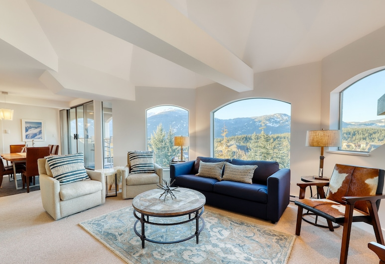 The Marquise by Vacasa, Whistler, Deluxe Three Bedroom - Unit 605, Living Area