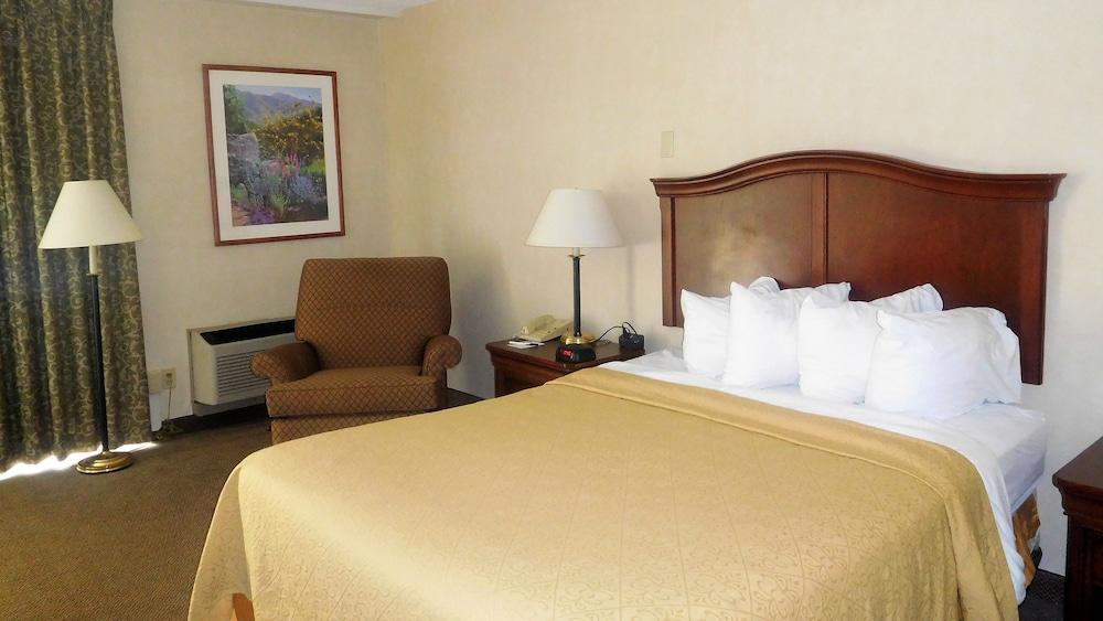 Quality Inn & Suites Danville, Danville