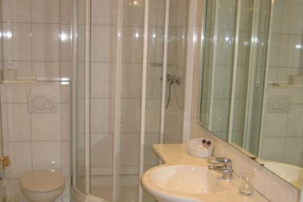 חדר זוגי או טווין - חדר רחצה