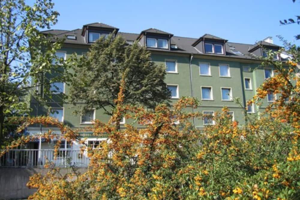חזית המלון
