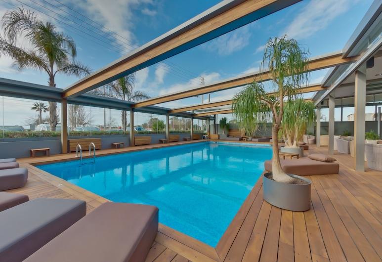 بومو بالاس هوتل, غليفاذا, حمام سباحة