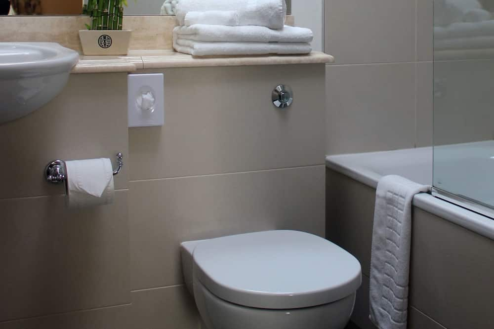 Superior Twin Room, 2 Single Beds (or 1 king bed on request) - Bathroom