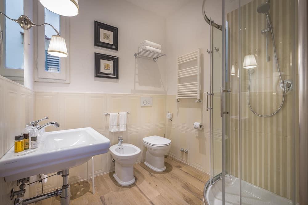 Economy-Doppelzimmer, eigenes Bad (External) - Badezimmer