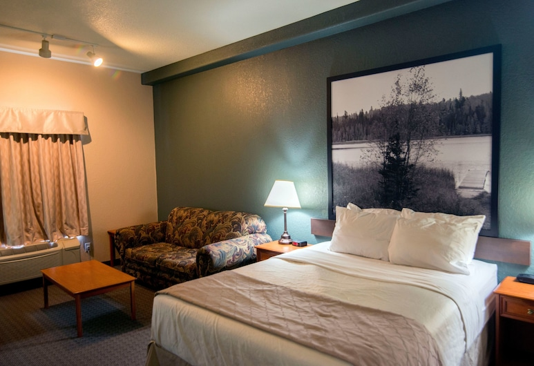 Super 8 by Wyndham Dauphin, Dauphin, Room, 1 Queen Bed, Guest Room