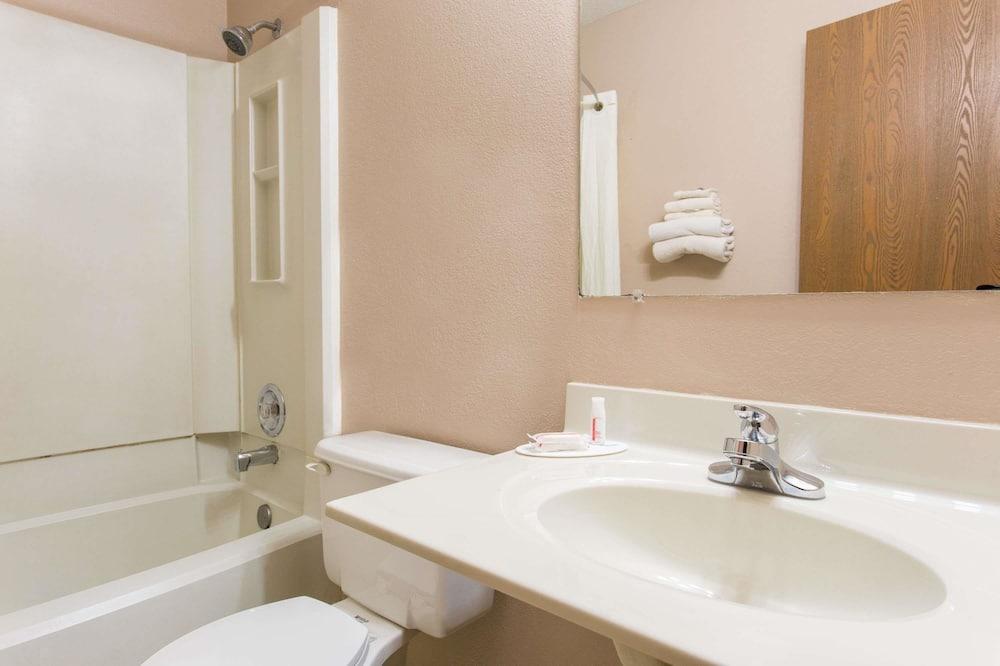 Izba, 2 dvojlôžka, nefajčiarska izba - Kúpeľňa