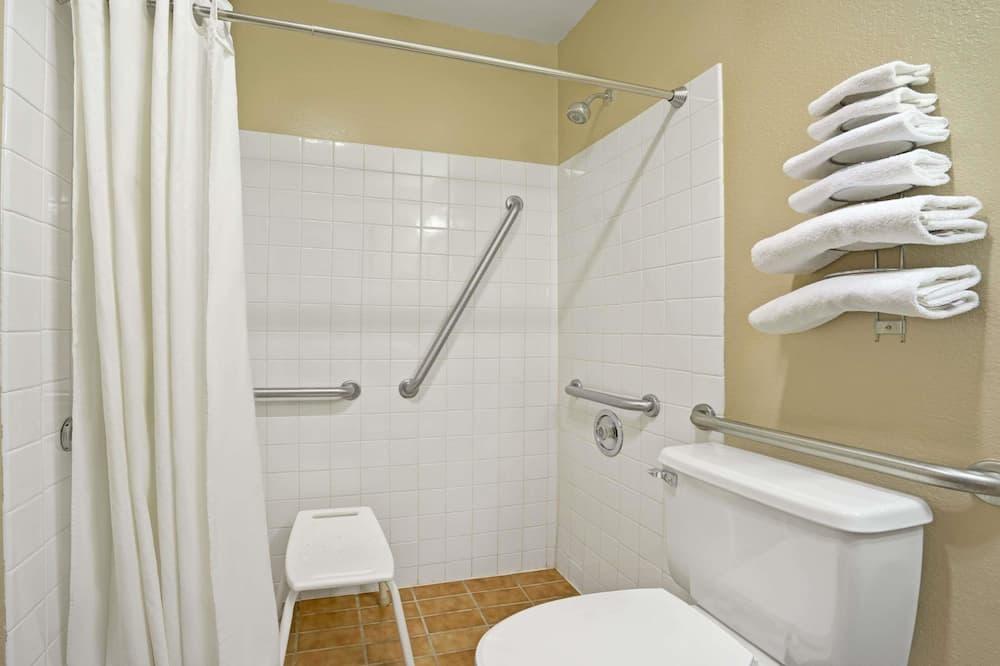 Room, 1 Queen Bed, Accessible, Non Smoking - Bathroom
