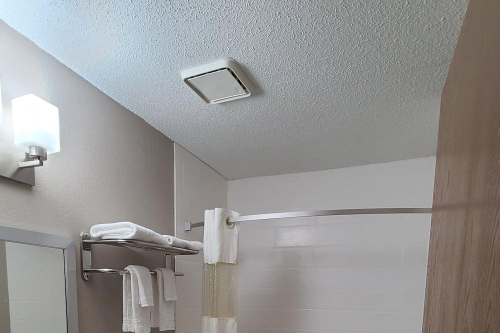 غرفة - سريران مزدوجان - لغير المدخنين - حمّام