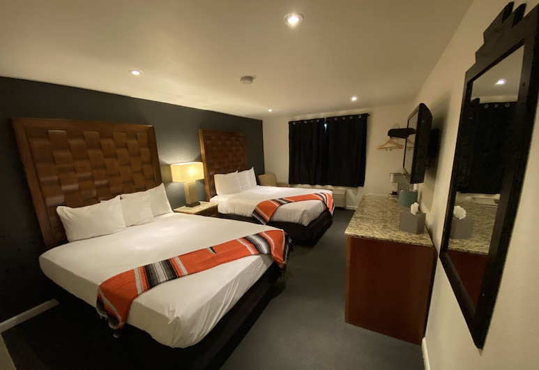 Coyote South, Santa Fe, Room, 2 Queen Beds, Accessible (Handicap Accessible Double Queen Room), Guest Room