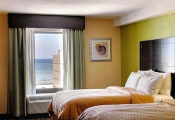 Foto The Ocean Reef Suites at Virginia Beach di Pantai Virginia